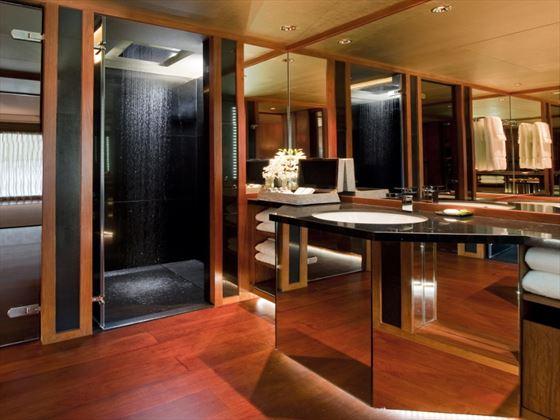 The Sukhothai Bangkok Superior bathroom