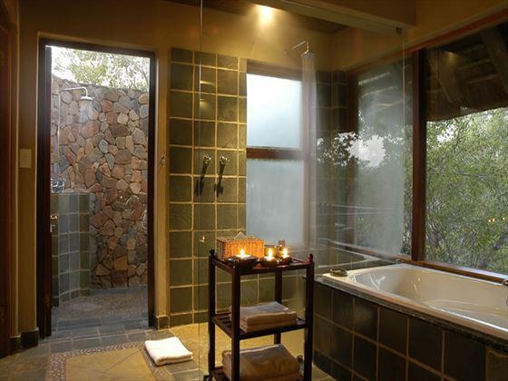 Thornybush Game Lodge bathroom