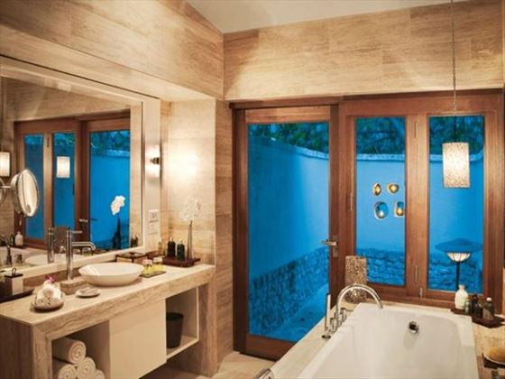 Vivanta by Taj Coral Reef bathroom