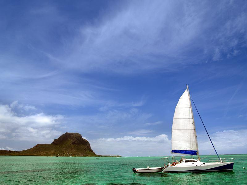 catamaran mauritius le morne