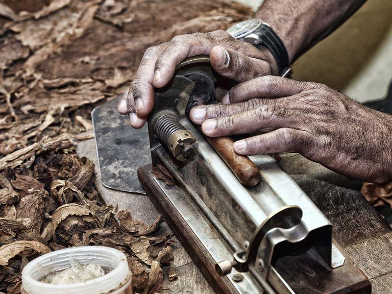 cigar rolling cuba