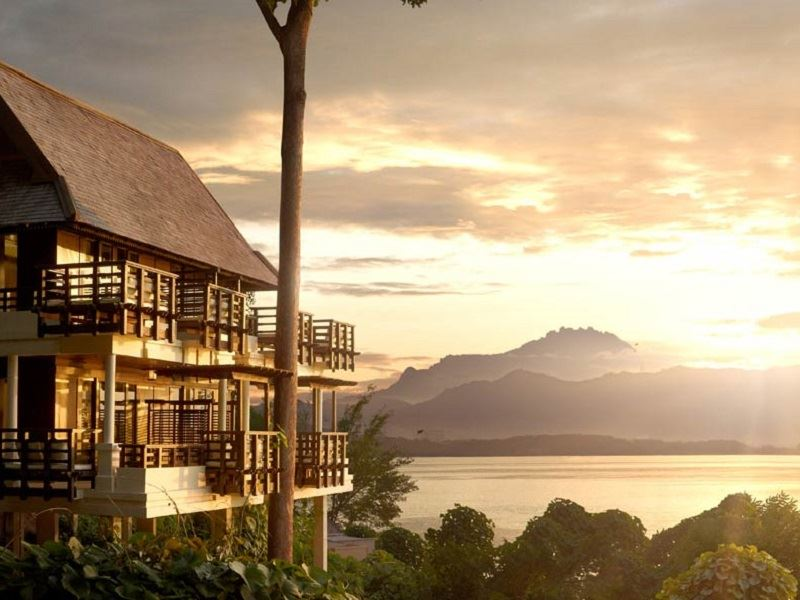 gaya island resort kinabalu villa