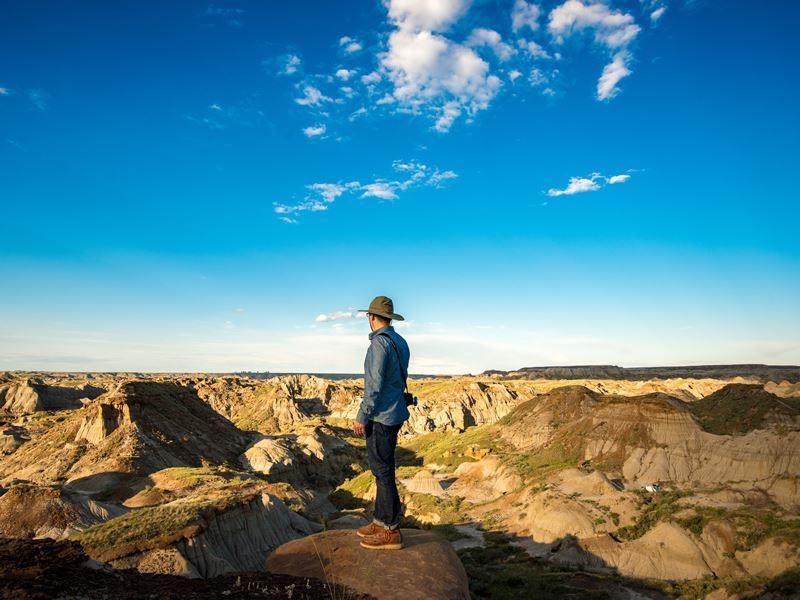 hiking dinosaur provincial park alberta