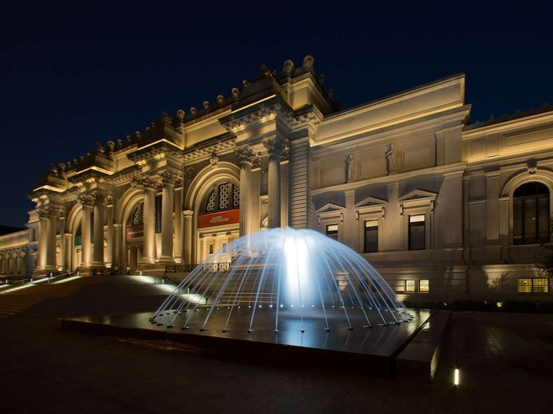 metropolitan museum of art nyc at night