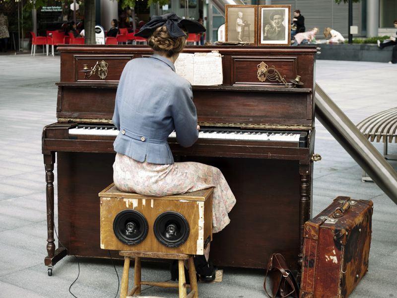musical street performer at spitalfields east london