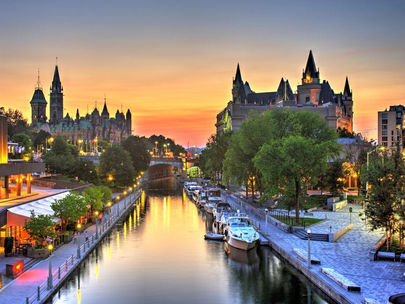 ottawa rideau canal and parliament hill
