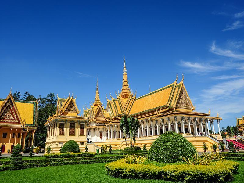 royal palace phnom penh cambodia