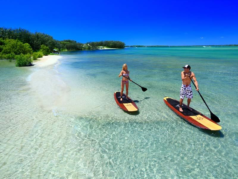 standup paddle boarding on the sunshine coast