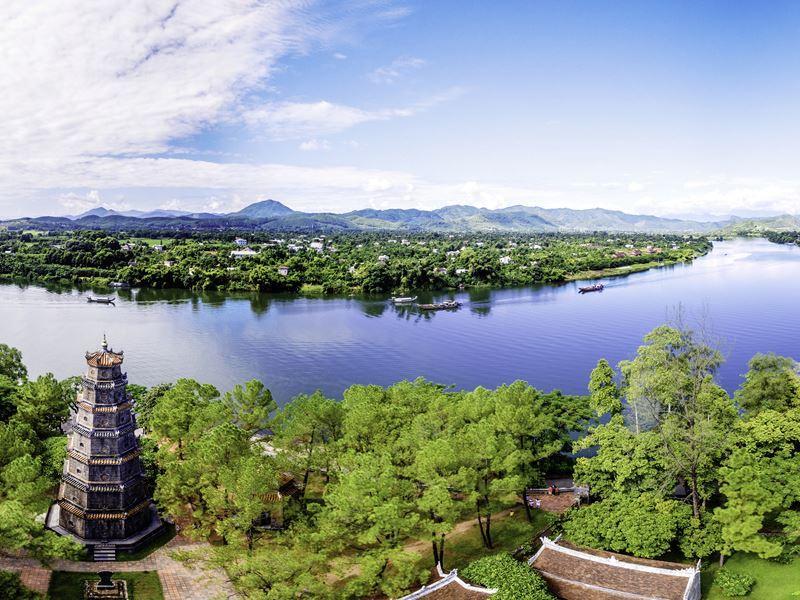 tien mu pagoda hue vietnam