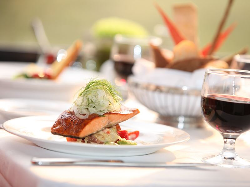 wild bc salmon served on rocky mountaineers golfleaf service